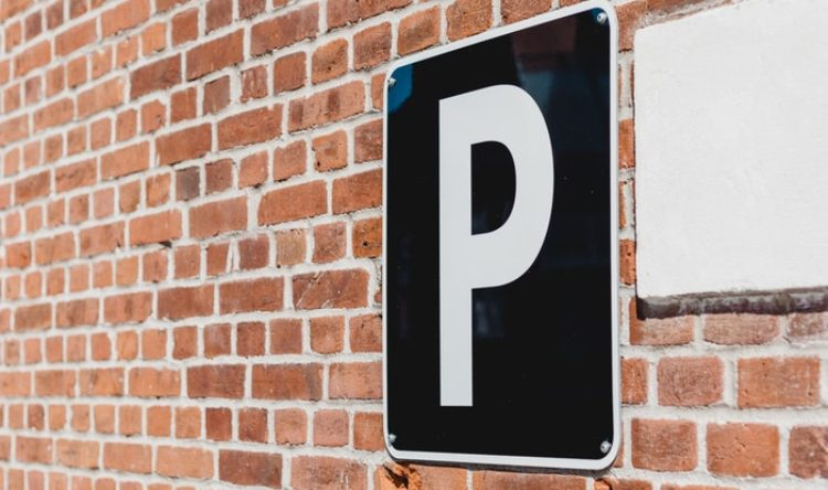 https://www.intelligentinstructor.co.uk/wp-content/uploads/2019/03/parking-sign.jpg